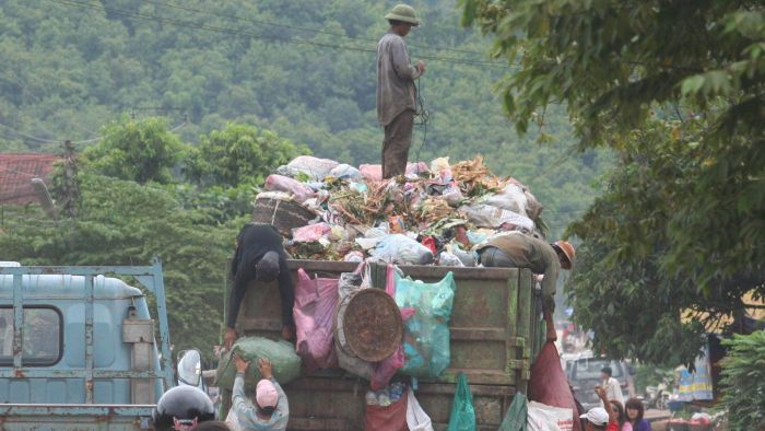 How Much Does a Garbage Collector Make Per Year?