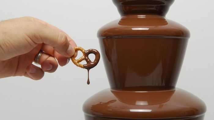 How Much Oil Do You Put in a Chocolate Fountain?