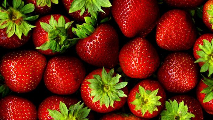 How much does a pint of strawberries weigh?