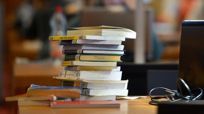 How Much Do Students Spend on Books in College?