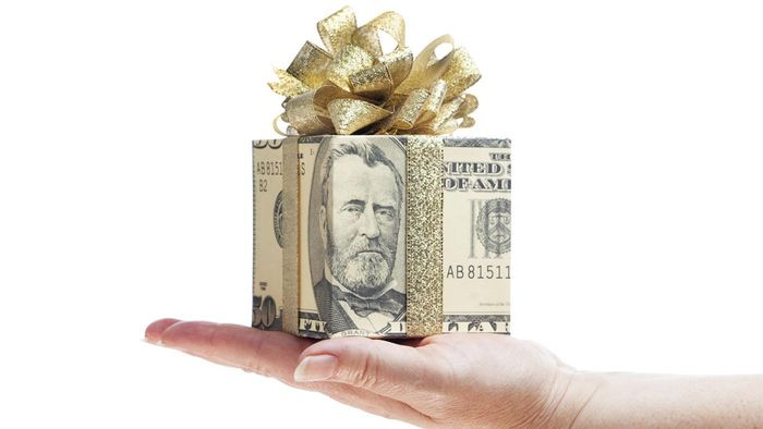 How Much Is a Typical Employee Christmas Bonus?