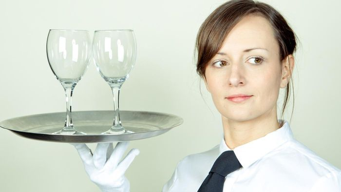 How Much Do Waiters Make an Hour?