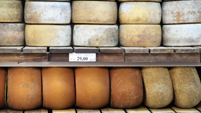 What are some names of unprocessed cheeses?