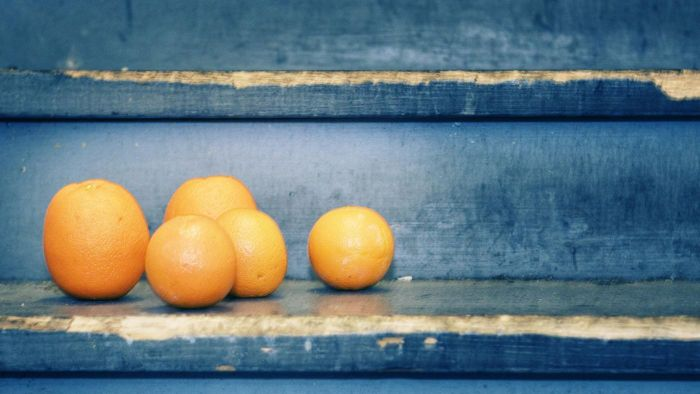 What nutrients does an orange contain?