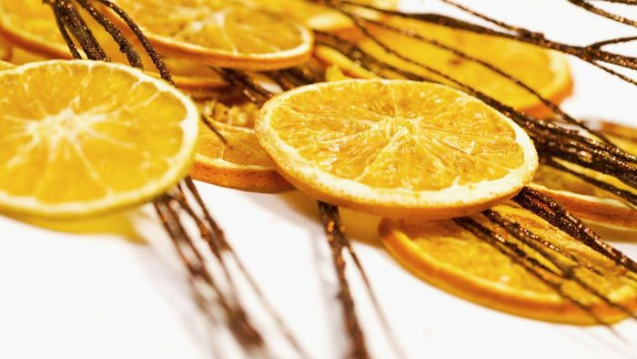 How are oranges dried to make Christmas ornaments?