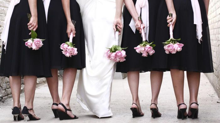 What is the order of entrance for a bridal party?