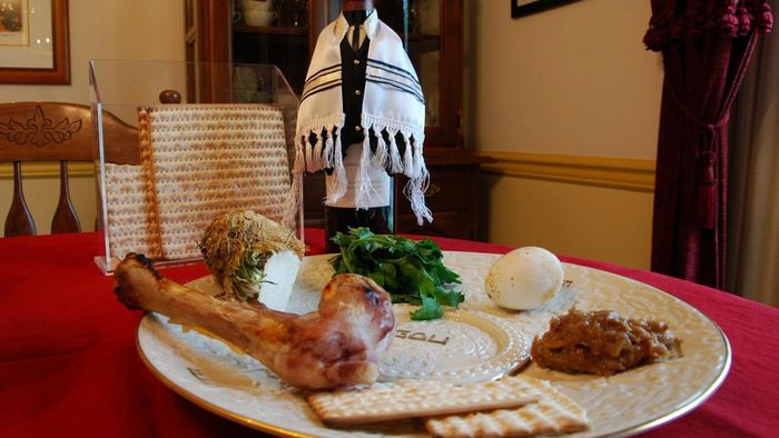 What are some Passover greetings?