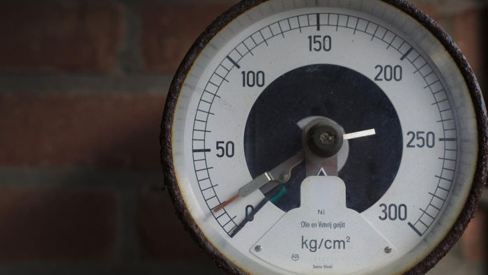 How do pressure gauges work?