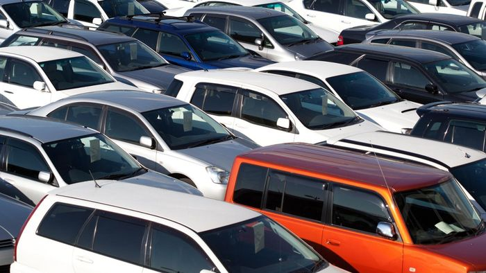 How Do I Purchase a Car at Auction?