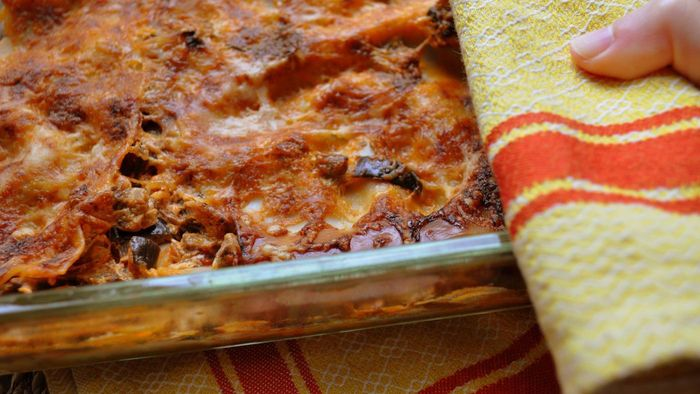 How Do I Reheat a Pan of Lasagna in the Oven?