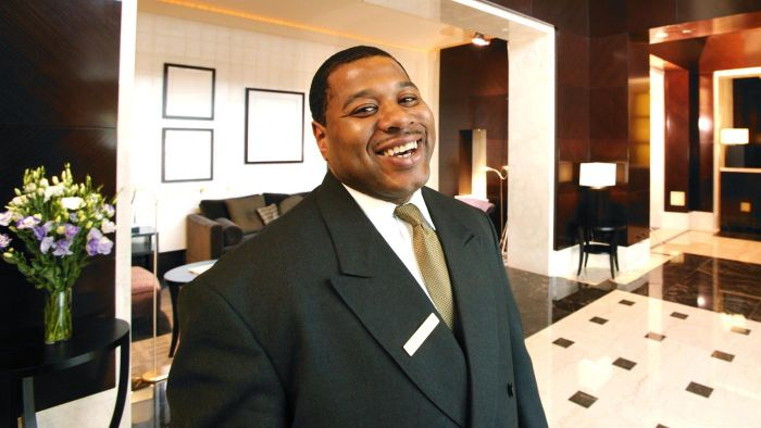 What Is the Responsibility of a Hotel Concierge?