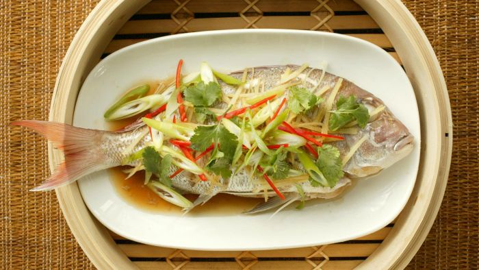 How Should You Eat Fish When Dining in China?