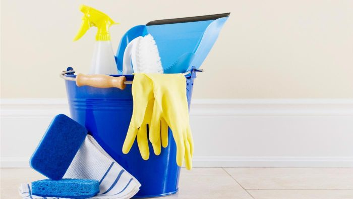 What should I include on a bathroom cleaning checklist?