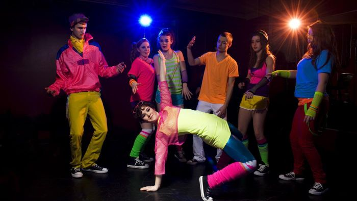 What should a man wear to a 1980s party?