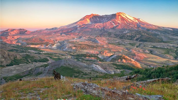 What Should You Pack When Visiting Mount St. Helens?