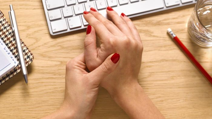 Should You See a Doctor If You Have Arthritic Hands?