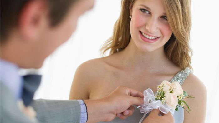 What Side Does a Ladies Corsage Go On?