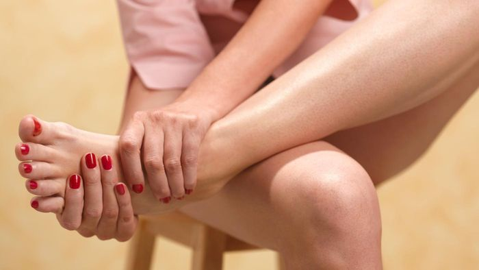 What are some of the signs of gout?