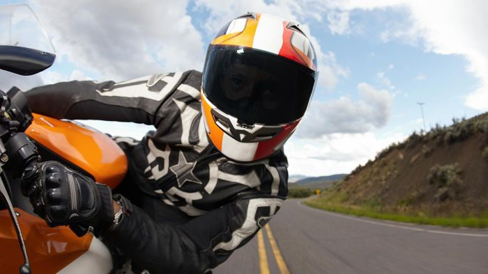 How Do You Know What Size Motorbike Helmet You Need?