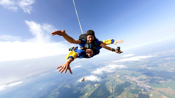 What are the skydiving age requirements?