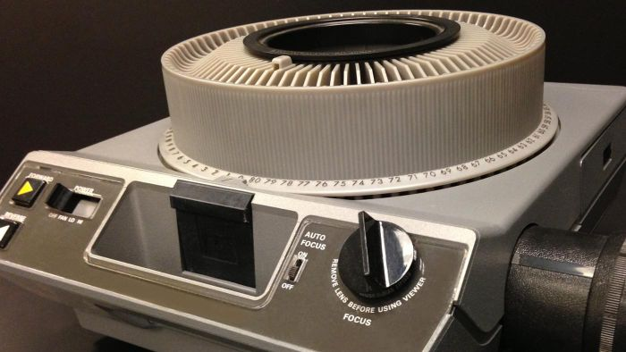 How Does a Slide Projector Work?