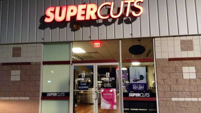 Most Supercuts locations are open on Sunday. The hours and days Supercuts is open depends on the individual location. Each Supercuts location is individually owned and operated. While the majority of Supercuts locations are open on Sunday, the hours vary. For example, in Vista, Calif., Supercuts is open from 9 a.m. to 7 p.m.