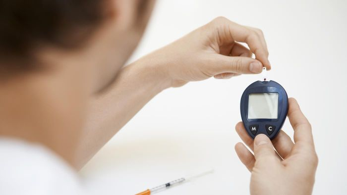 What are some symptoms of diabetes?