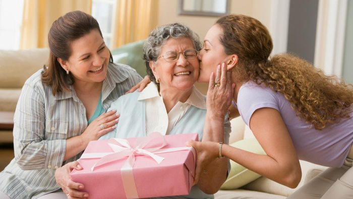 What Is a Traditional Gift for a 75th Birthday?