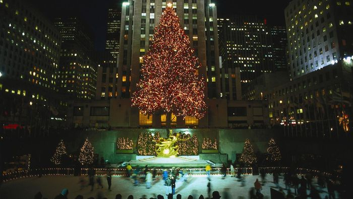 When Does the Tree Go up in Rockefeller Center?