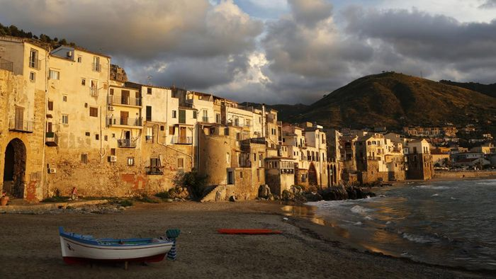 What Are the Two Main Islands of Italy?