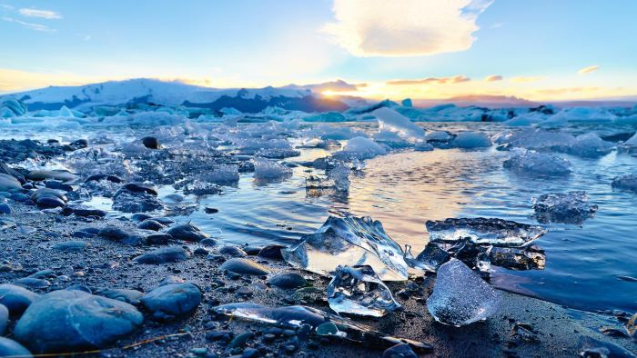 What Type of Plate Boundary Is Iceland?