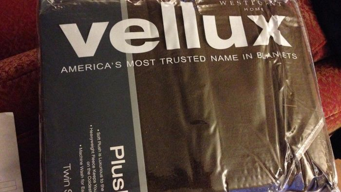 What Are Vellux Blankets?