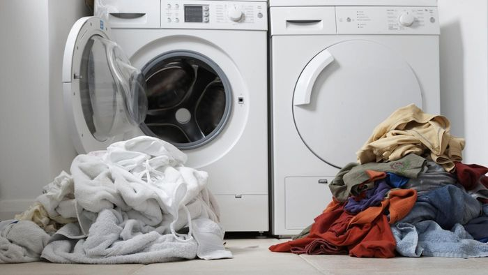 Does Vinegar Set Colors in Laundry?