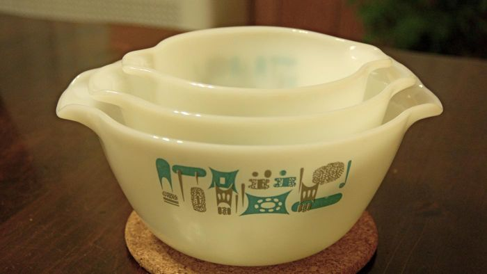 What Are Vintage Mixing Bowls?