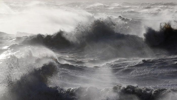 How does wave power work?