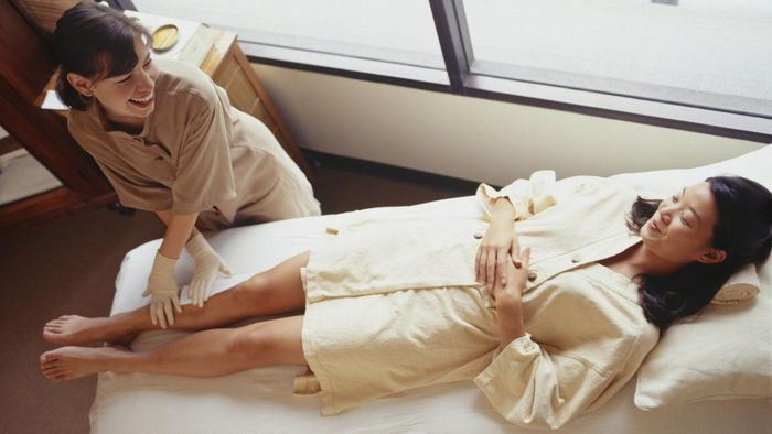 What Are Advantages and Disadvantages of Waxing?