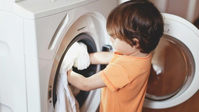What Is the Best Way to Clean a Washing Machine?