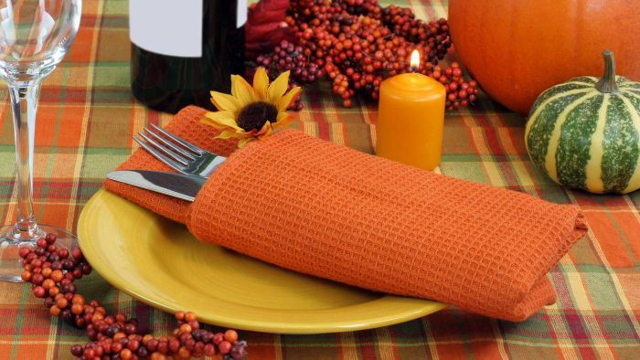 What Are Some Ways to Decorate a Table for Thanksgiving?
