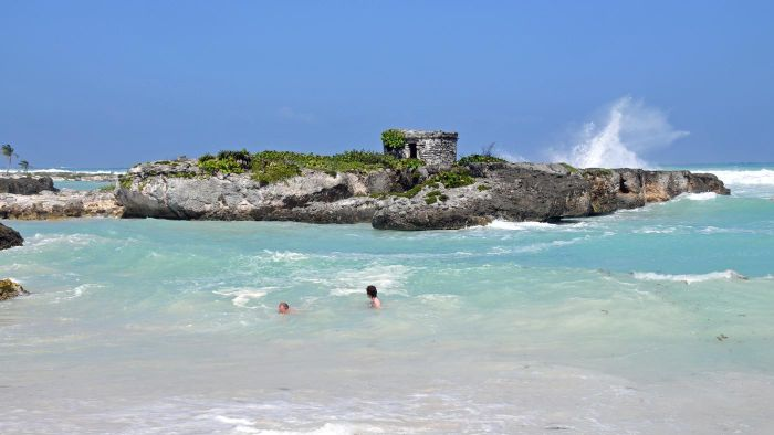 What is the weather like in Cancun in December?
