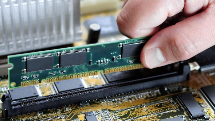What Is the Difference Between RAM and ROM?