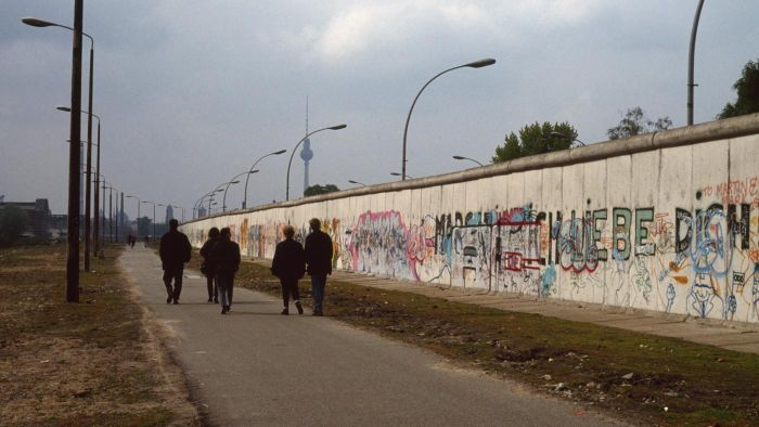 What Was The Purpose Of The Berlin Wall Reference