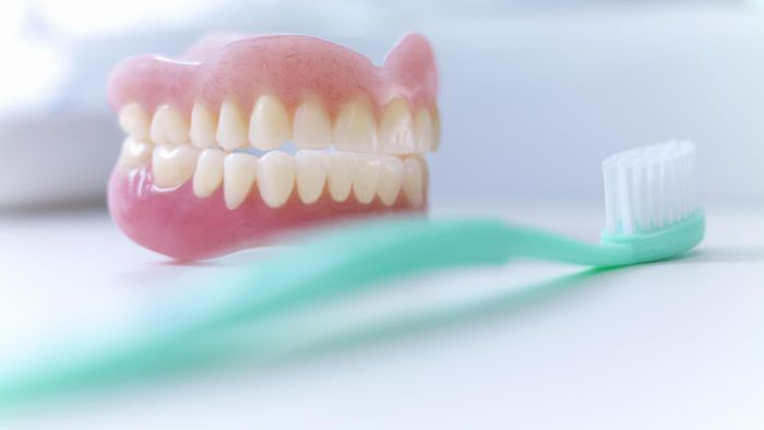 How Do You Whiten Porcelain Dentures?