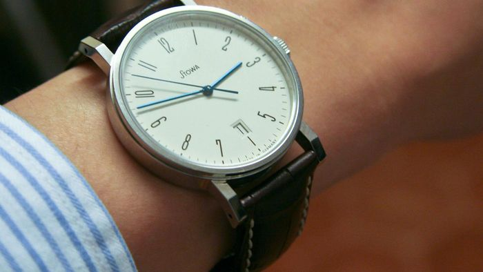 On Which Wrist Should a Man Wear His Watch?