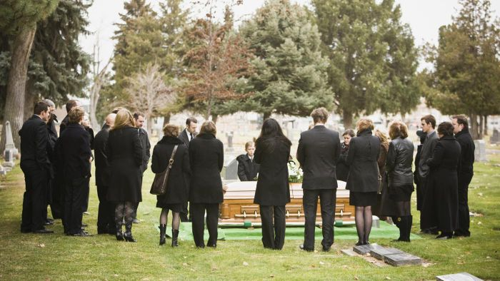 How Do You Write a Funeral Announcement?