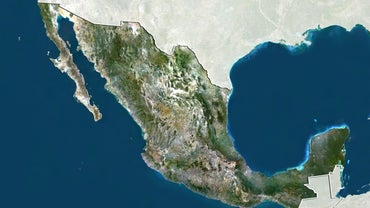 What Are Two Peninsulas Found in Mexico?