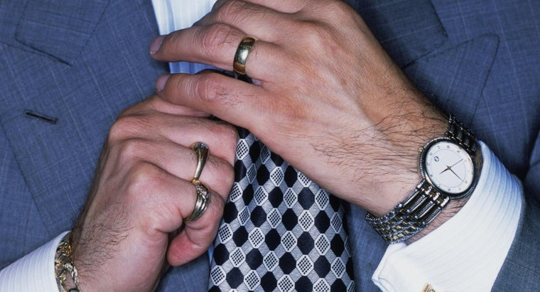 How Do You Find Out What Your Men's Ring Size Is?
