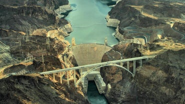 What Are Some Facts About the Hoover Dam?