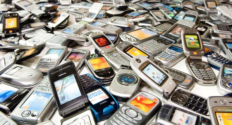 What Are All of the Active Cell Phone Companies in the U.S.?