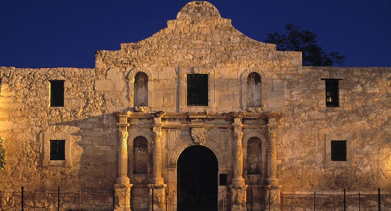 What Are Some Facts About the Alamo?