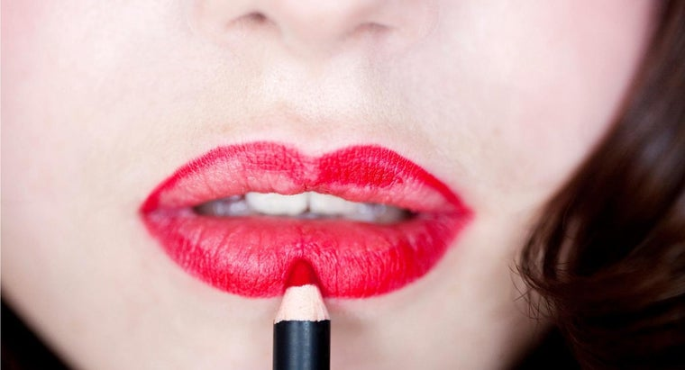 How Do You Apply Lip Liner?